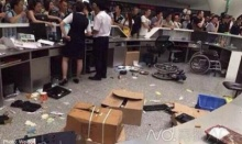 ผู้โดยสารจีนฉุน เที่ยวบินดีเลย์หลายชั่วโมง รุมถล่มเคาน์เตอร์สายการบินเยิน