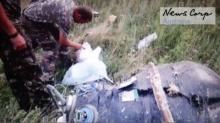 ผงะคลิปนาทีเครื่อง MH17 เพิ่งตกกลางทุ่งยูเครน นักรบคุ้ยกระเป๋าผู้โดยสาร
