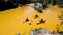แม่น้ำในสหรัฐ กลายเป็นสีทอง!  สร้างความแตกตื่น