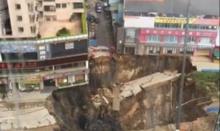 จีนสยองซ้ำ! แผ่นดินถล่มพังทับคนงานก่อสร้างรถไฟใต้ดิน!! (มีคลิป)