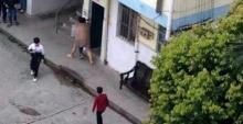 ครูจีนสุดหื่นแก้ผ้าไล่ปล้ำเด็กนักเรียนหญิงกลางสนามเด็กเล่น