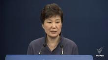ปธน.เกาหลีใต้ ระส่ำ ประชาชนรวมตัวประท้วง หญิงคนสนิทกลับถึงเกาหลี