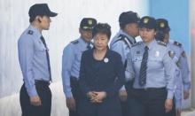 ไม่รอด!! อดีตผู้นำหญิงเกาหลีใต้ ถูกใส่กุญแจมือขึ้นศาลข้อหาคอร์รัปชั่น!!