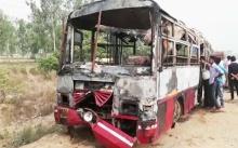 สลด!!! รถบัสพุ่งชนรถบรรทุกในอินเดีย เสียชีวิตในกองเพลิง 22 ราย