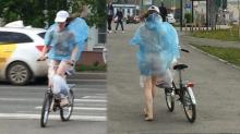 อึ้ง! สาวแก้ผ้าใส่เสื้อกันฝนตัวเดียว ปั่นจักรยานโต้ลม-จูบถนน
